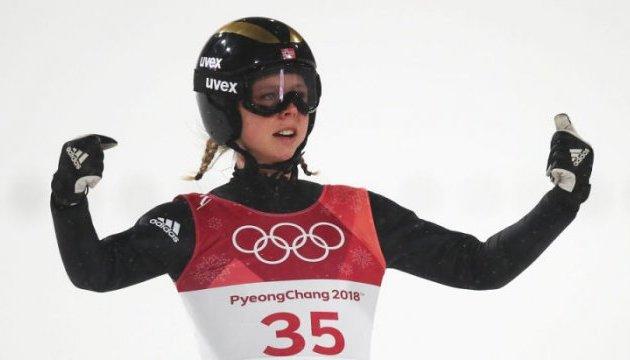 Норвежка Лундбю выиграла золото в прыжках на лыжах с трамплина