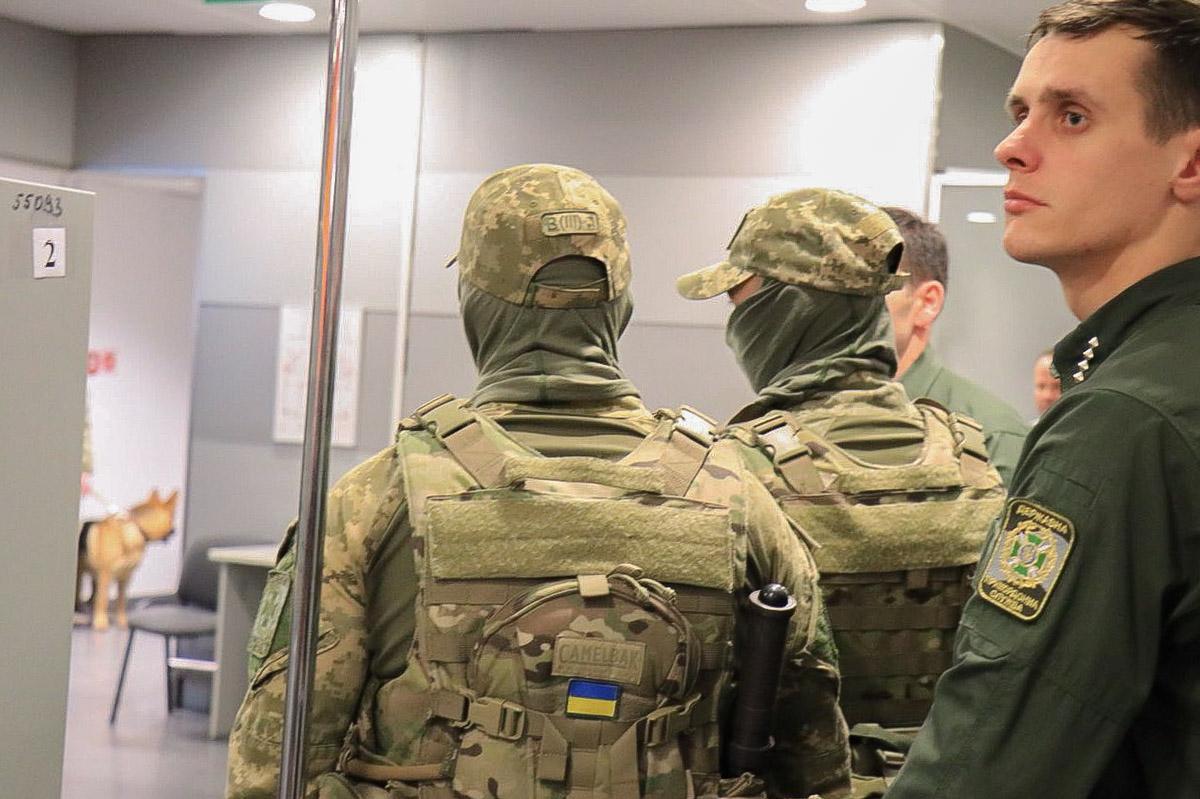 Саакашвили улетел в Варшаву на чартерном рейсе