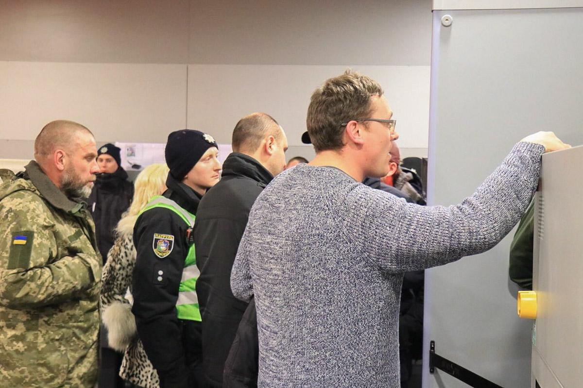 """Активисты обещали создать штаб в """"Борисполе""""и """"Жулянах"""""""