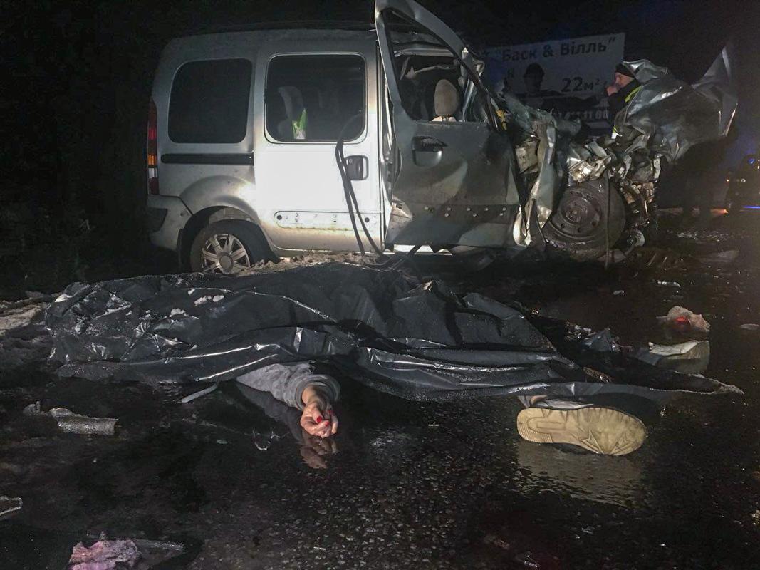 Погибли водитель и пассажирка Renault Kango