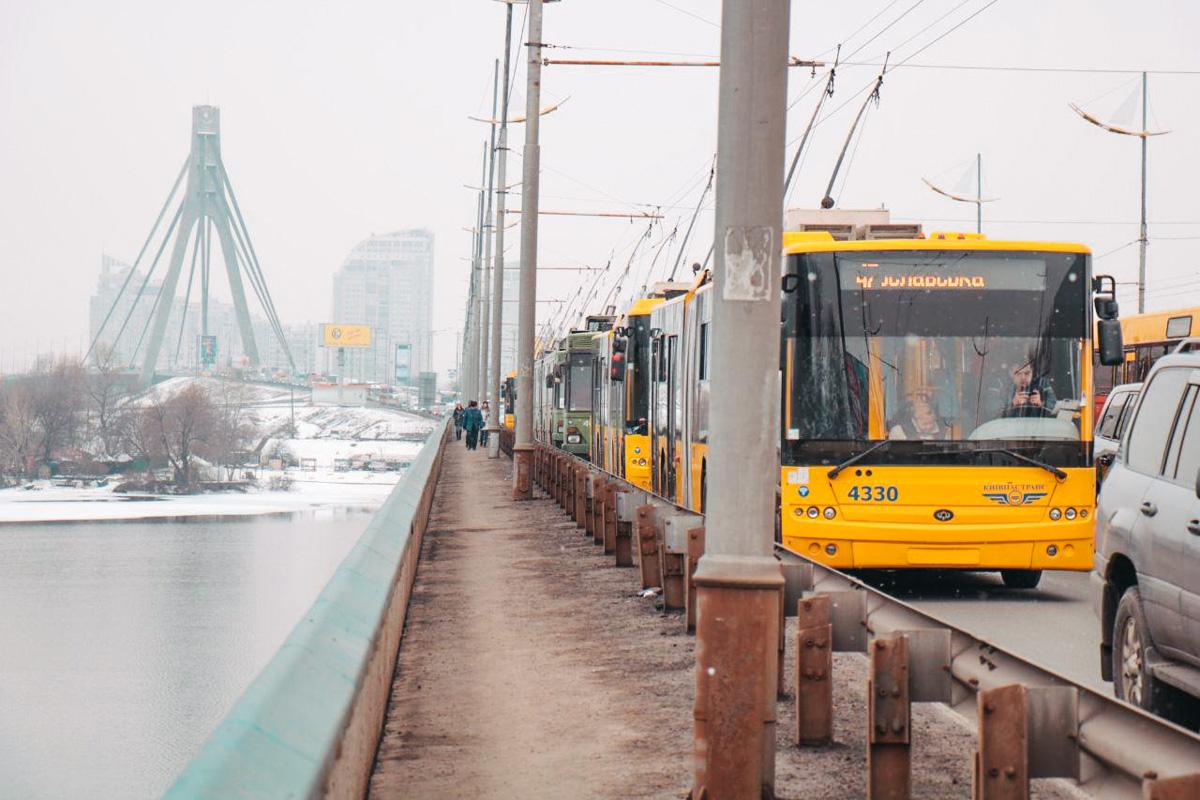 На Московском мосту образовалась огромная пробка