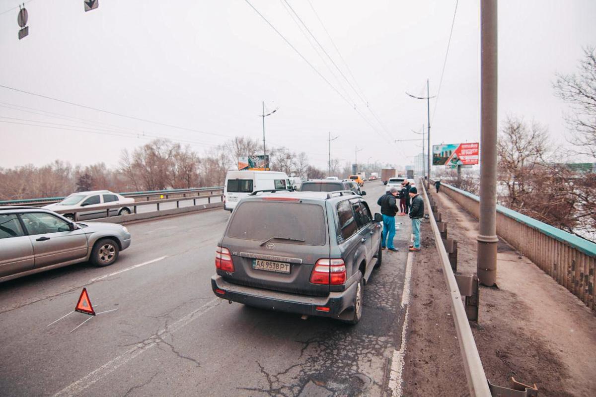 ДТП произошло на Московском мосту