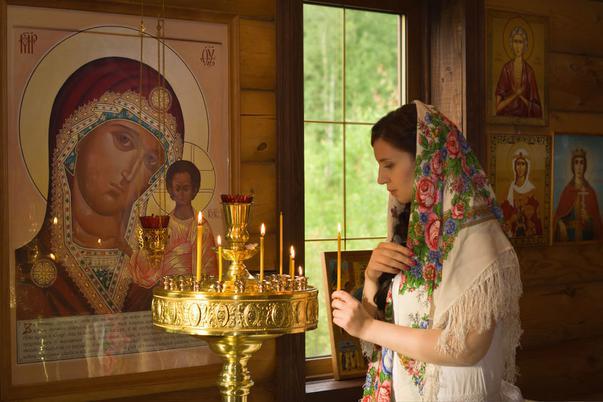 Перед началом поста нужно попросить благословения у священнослужителя
