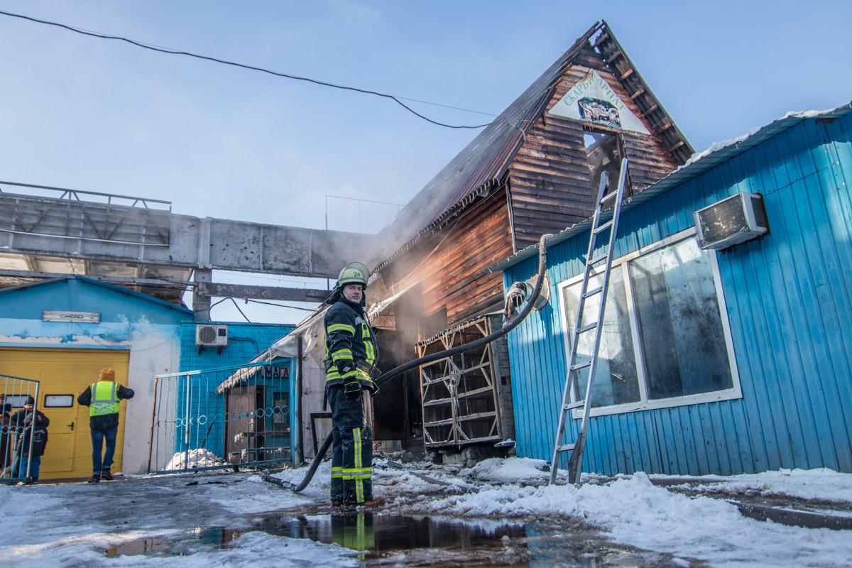 Возгорание произошло в административном здании рынка