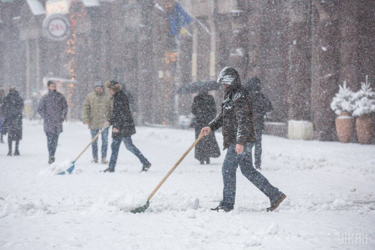 Синоптики прогнозируют сильный дождь, снег и гололед в Украине