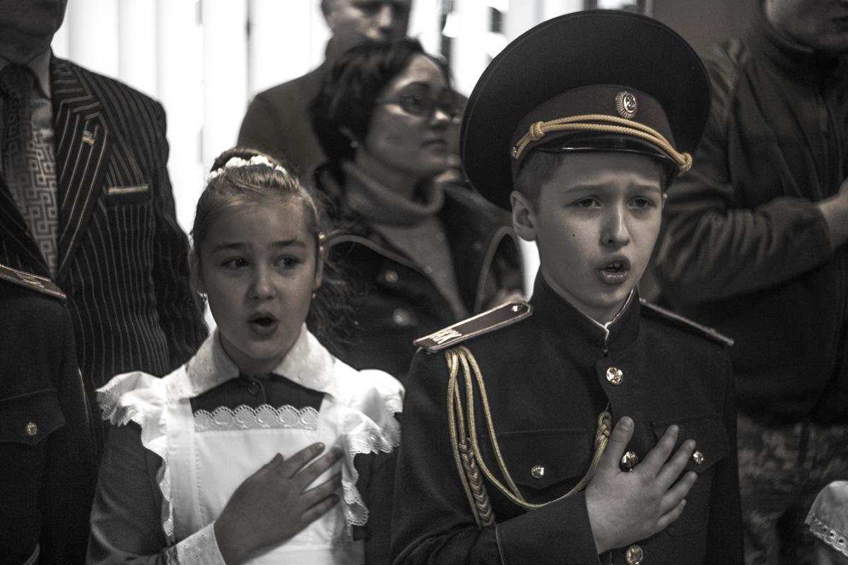 Гимн пели все