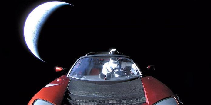 Tesla Roadster на пути к Марсу