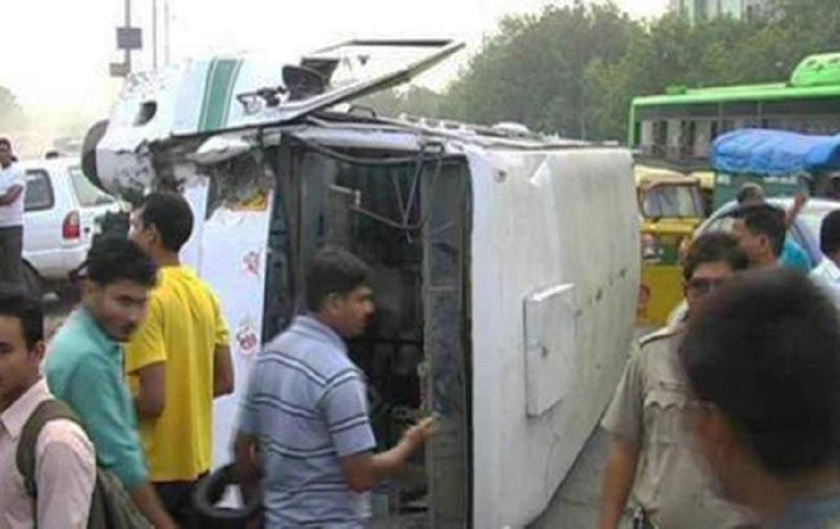 В Индии автомобиль протаранил стену учебного заведения, погибли дети