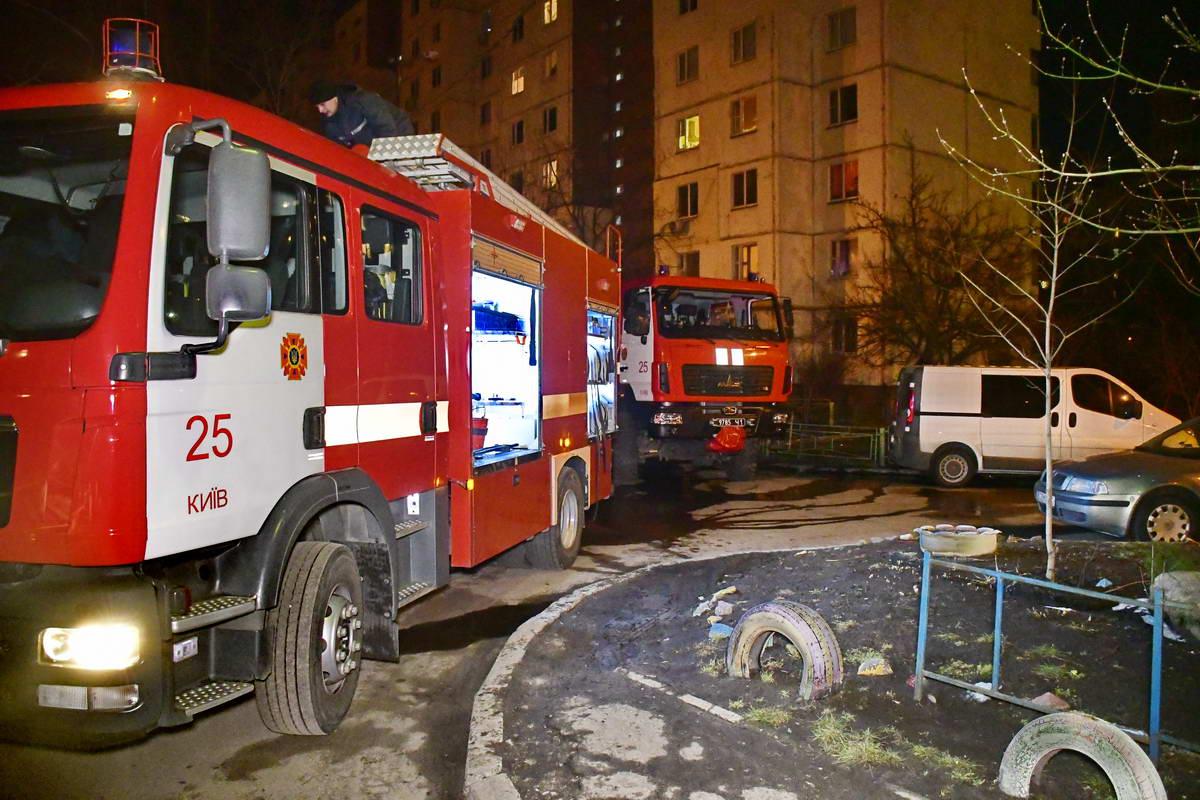Огонь тушили сотрудники 25-й пожарно-спасательной части Киева