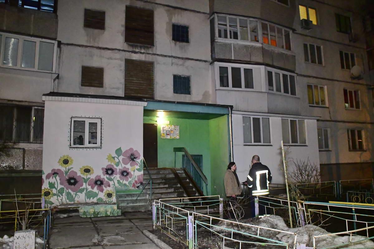 Пожар начался в многоквартирном доме на улице Зои Гайдай