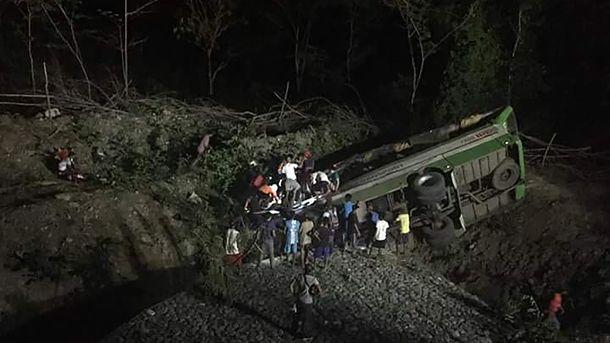 В ДТП на Филиппинах погибли 19 человек, еще 25 ранены