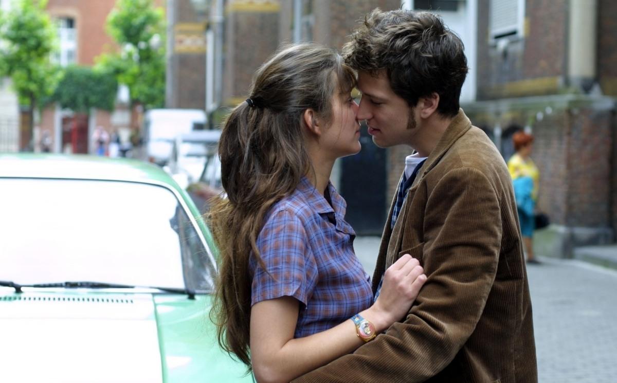 Прозвучит музыка и из фильма «Влюбись в меня, если осмелишься»