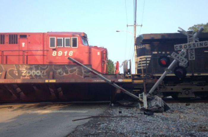 В Кентукки сошел с рельс поезд с токсичными материалами