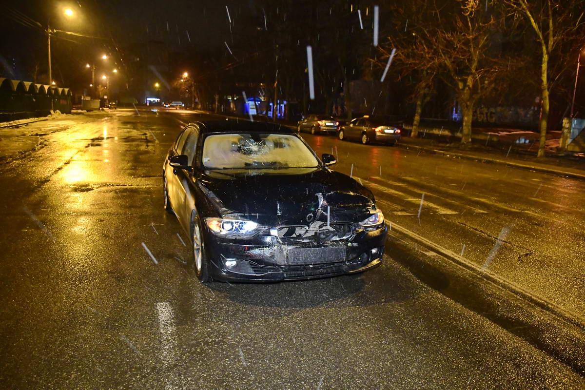 На проспекте Василия Порика BMW врезался в троллейбус