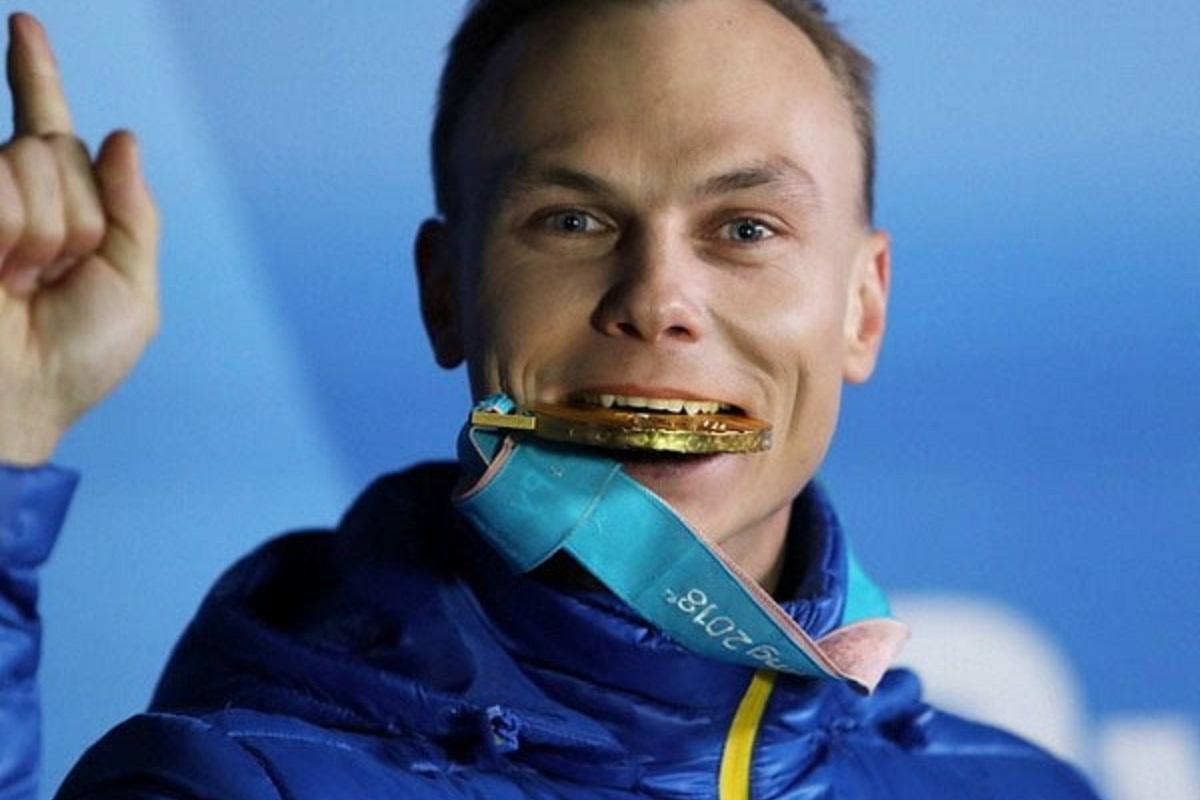 Олимпийскому чемпиону Александру Абраменко вручили награды и денежное вознаграждение