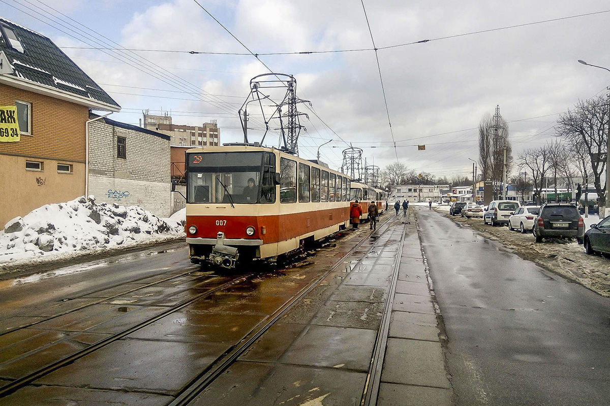 Авария остановила движение трамваев