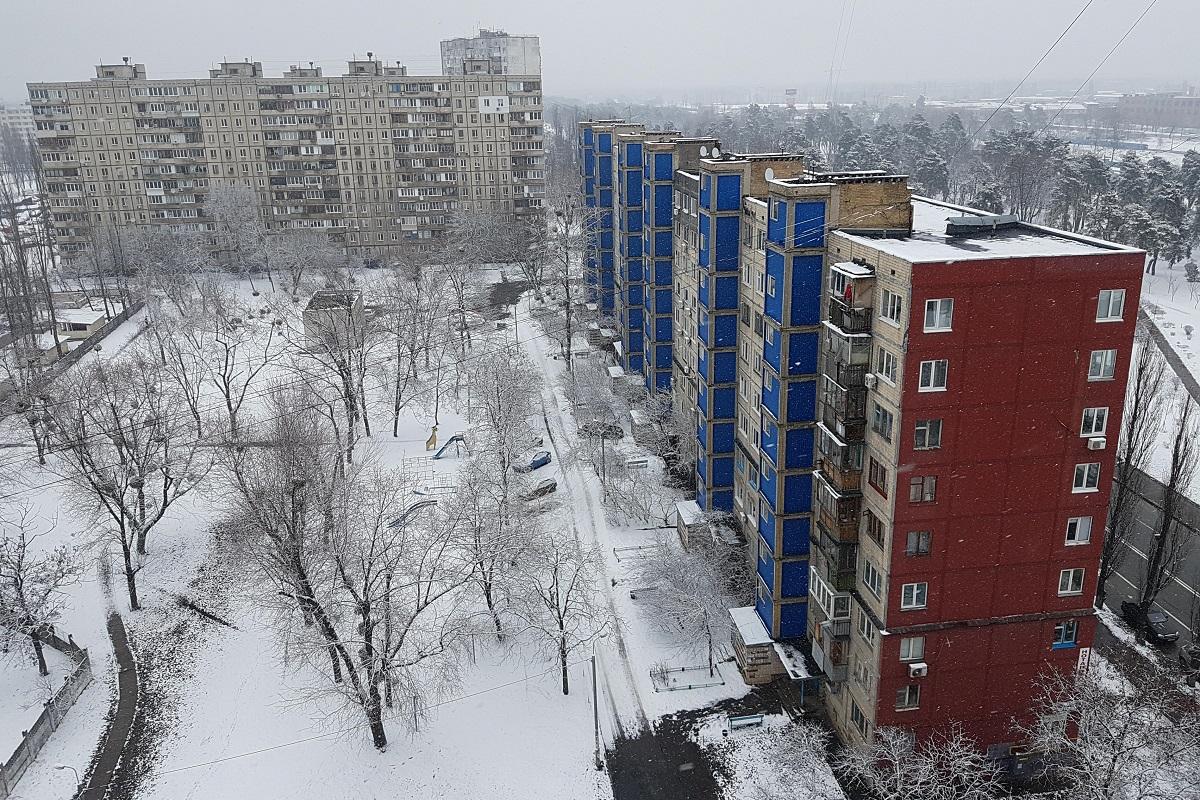 Спальные районы Киева тоже запорошило снегом