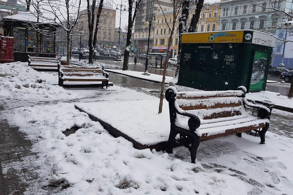 Прогуляться по городу и посидеть на лавочке в такую погоду не удастся