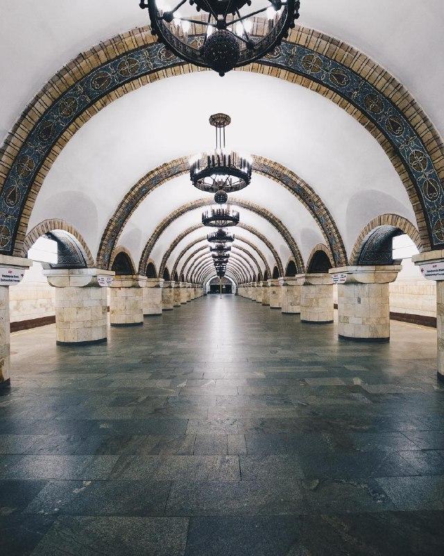 В такие моменты бесконечно любишь метро. Фото John | London