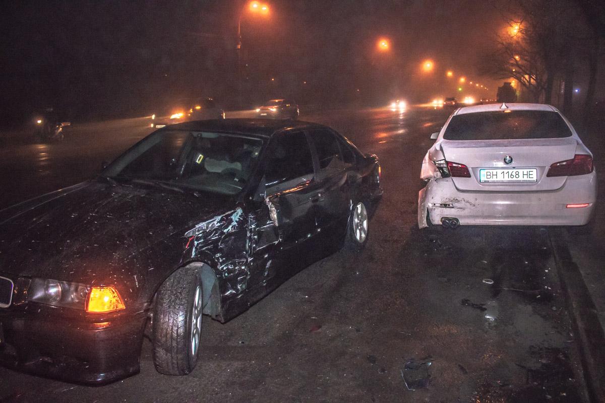 Черный BMW выезжал с улицы Березняковской и влетел во второй автомобиль