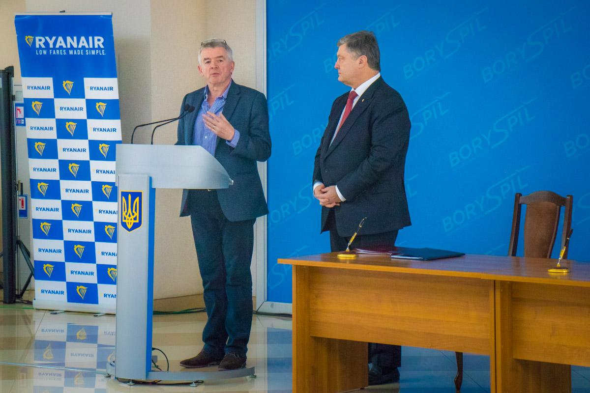 О'Лири заявил, что они перевезут около 800 тысяч пассажиров за первые 12 месяцев. На втором году в планах побить планку в 1 миллион