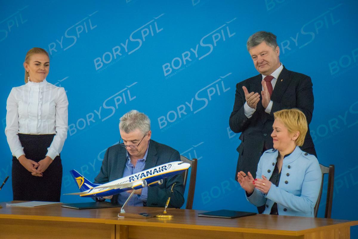 Подписание контракта со львовским аэропортом