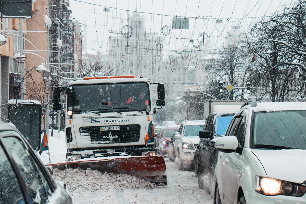 В центре Киева транспортный коллапс - проехать не могут даже спецмашины