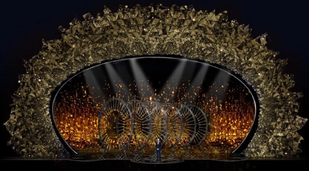 Для оформления сцены юбилейного Оскара был приглашен именитый сценический дизайнер Дерек Маклейн