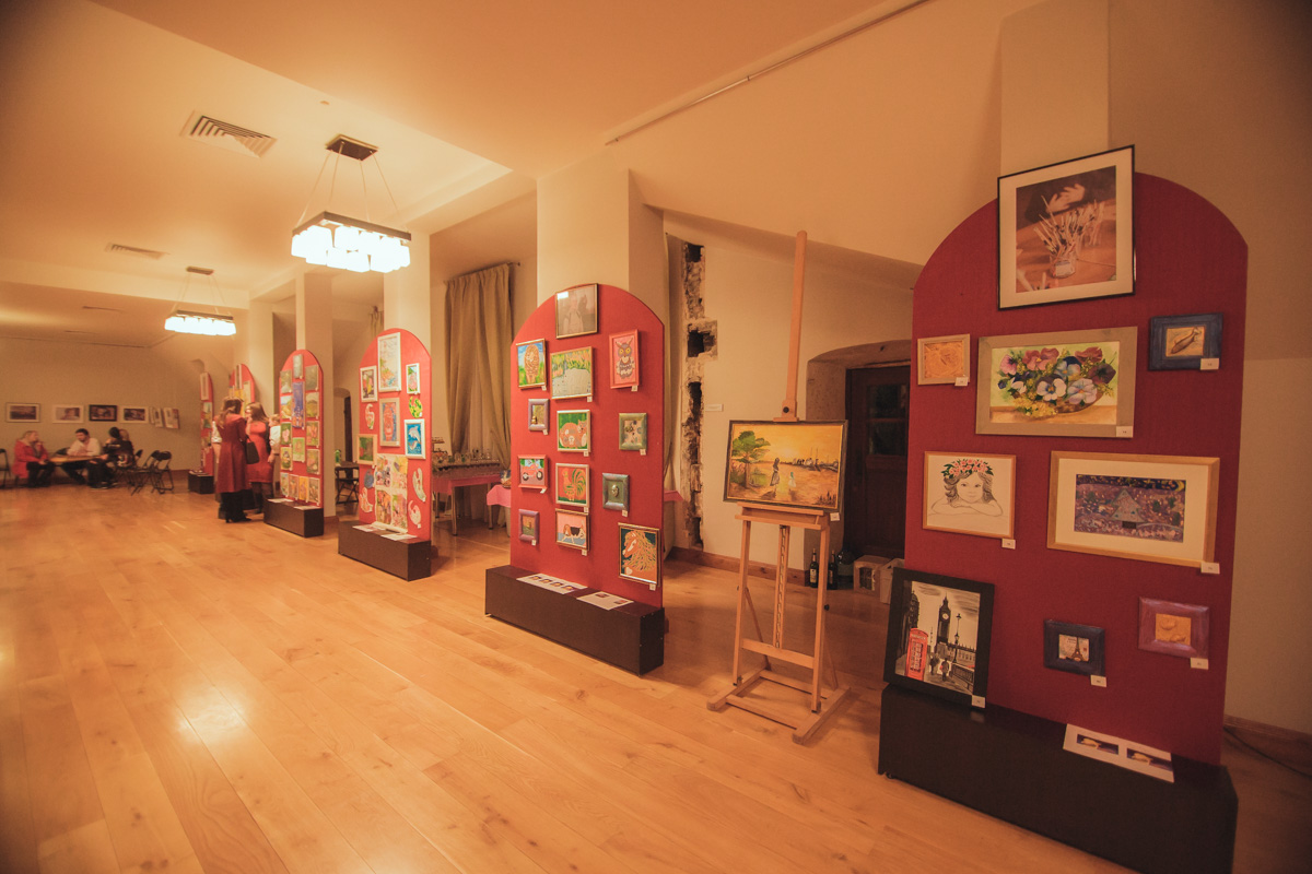 Выставка работ детей, которые борются со страшным заболеванием