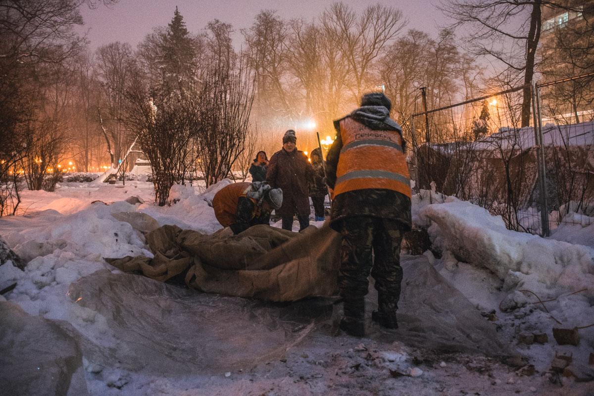 Под Верховной Радой начали демонтаж палаток