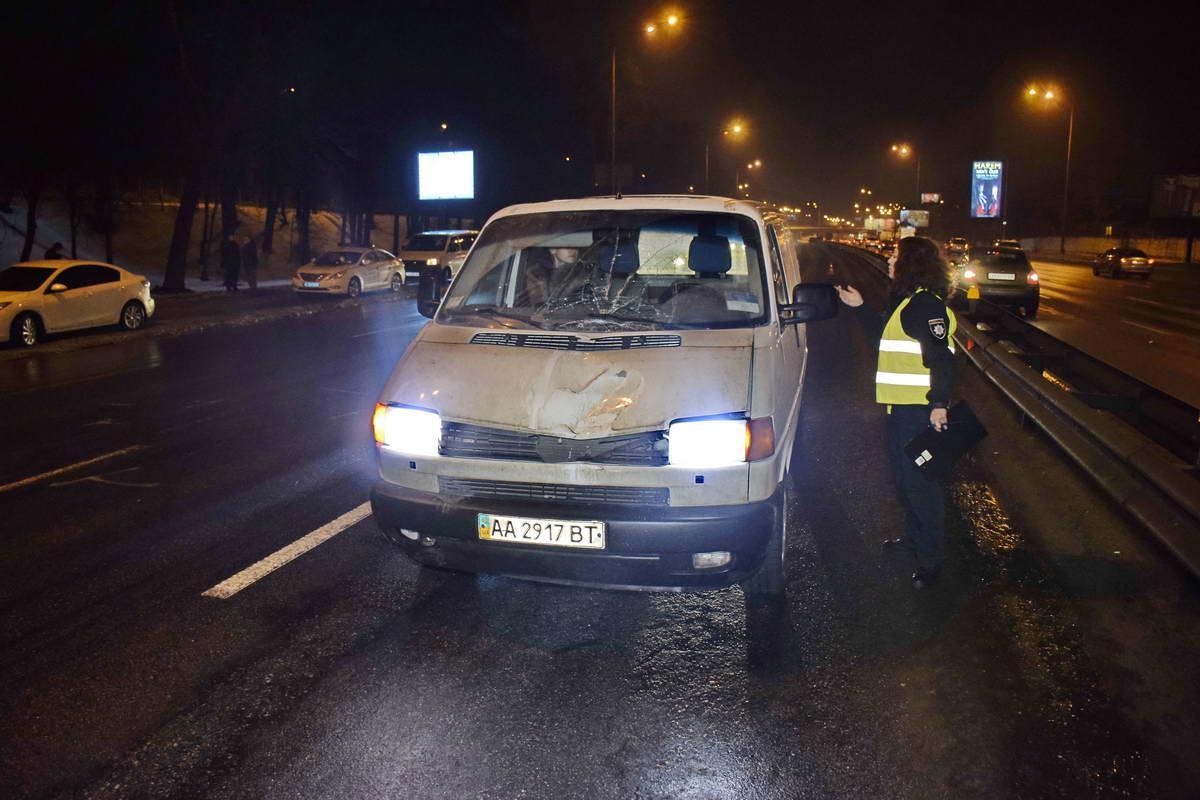 Нацгвардеец угодил под колеса Volkswagen Transporter