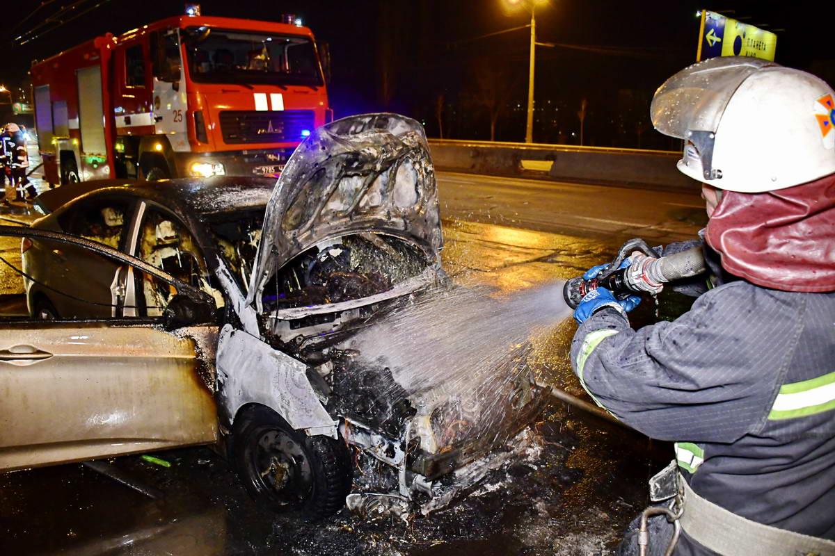 Остановить огонь удалось пожарным