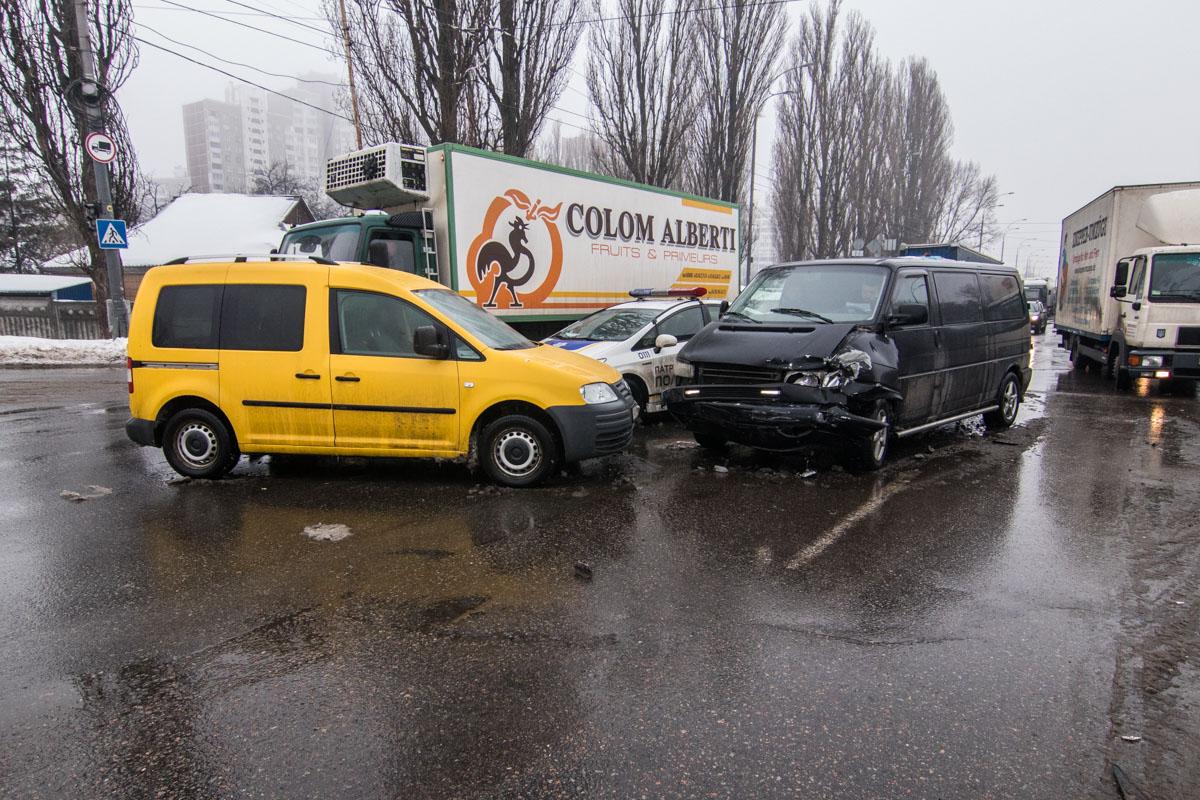На пересечении улиц Академика Заболотного и Ивана Сирко столкнулись три авто