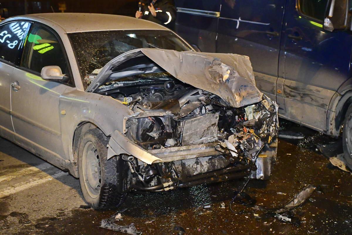 Водитель Volkswagen говорит, что не пил, а в аварию попал из-за того, что отвлекся и стал переключать музыку в автомобиле