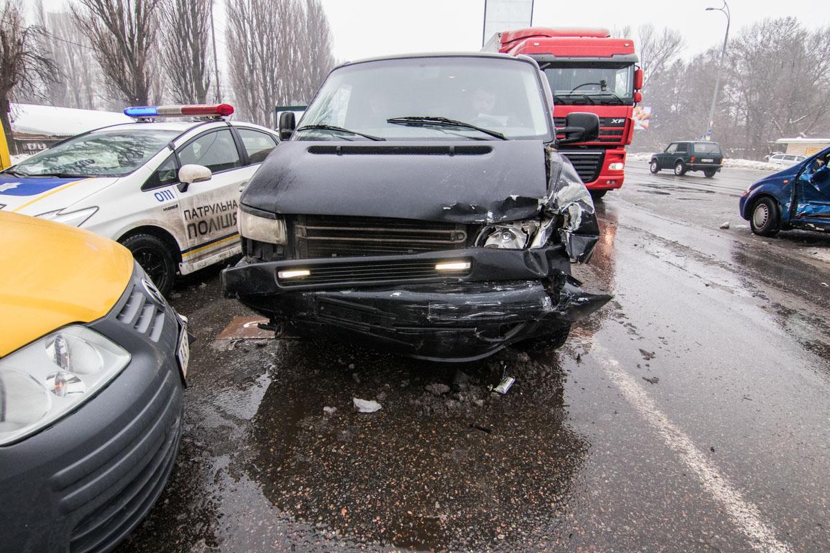 Chevrolet врезался в Volkswagen Transporter