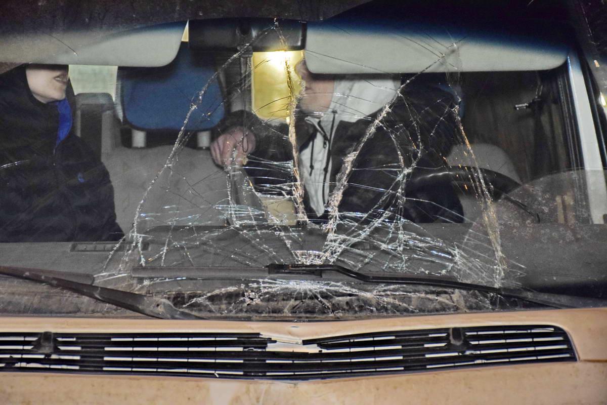 На автомобилях остались вмятины