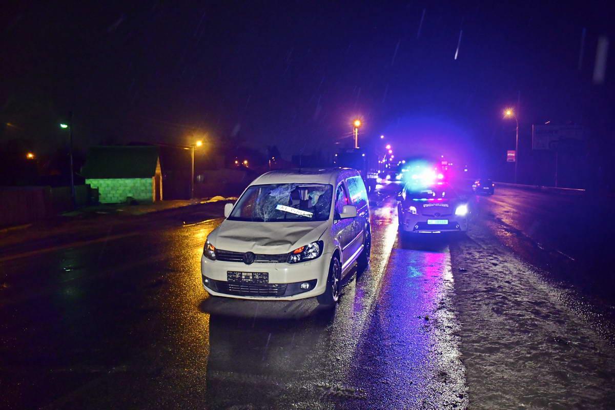 На съезде с Жилянского моста Volkswagen Caddy сбил человека