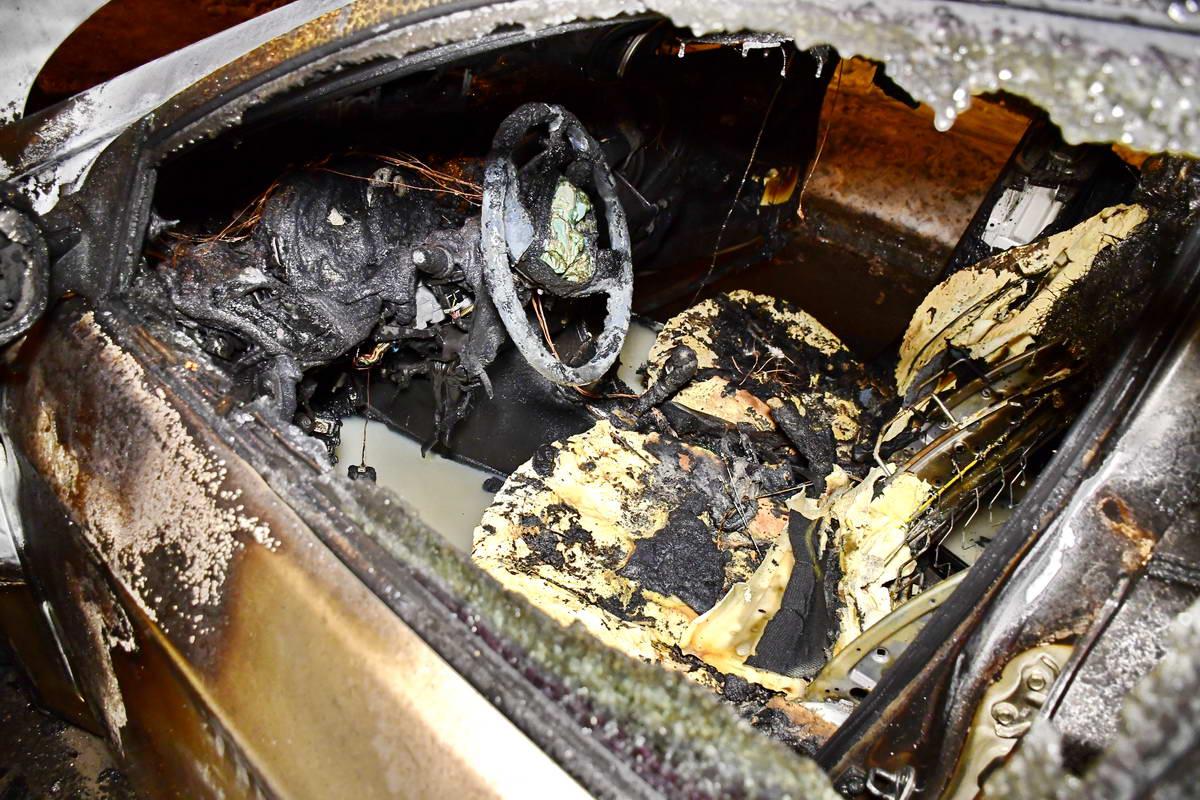 Автомобиль полностью выгорел изнутри