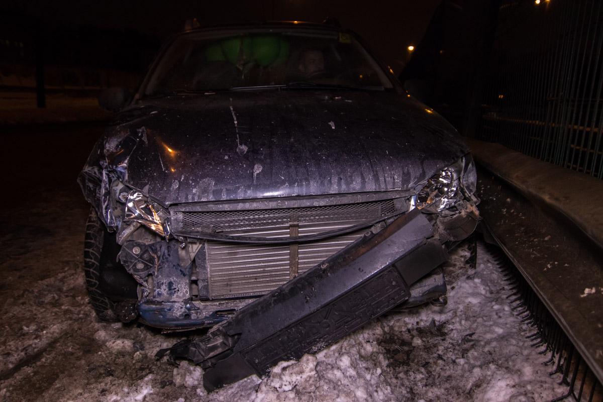 У автомобилей серьезные механические повреждения