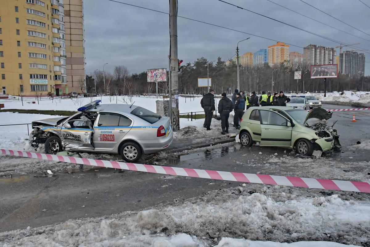 Автомобили столкнулись на перекрестке улиц Жмаченко и Курнатовского