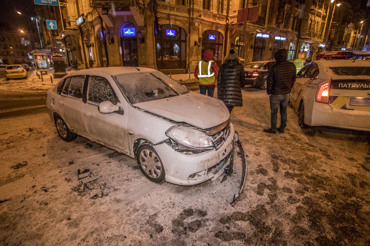 На Крещатике не поделили дорогу Kia и Renault