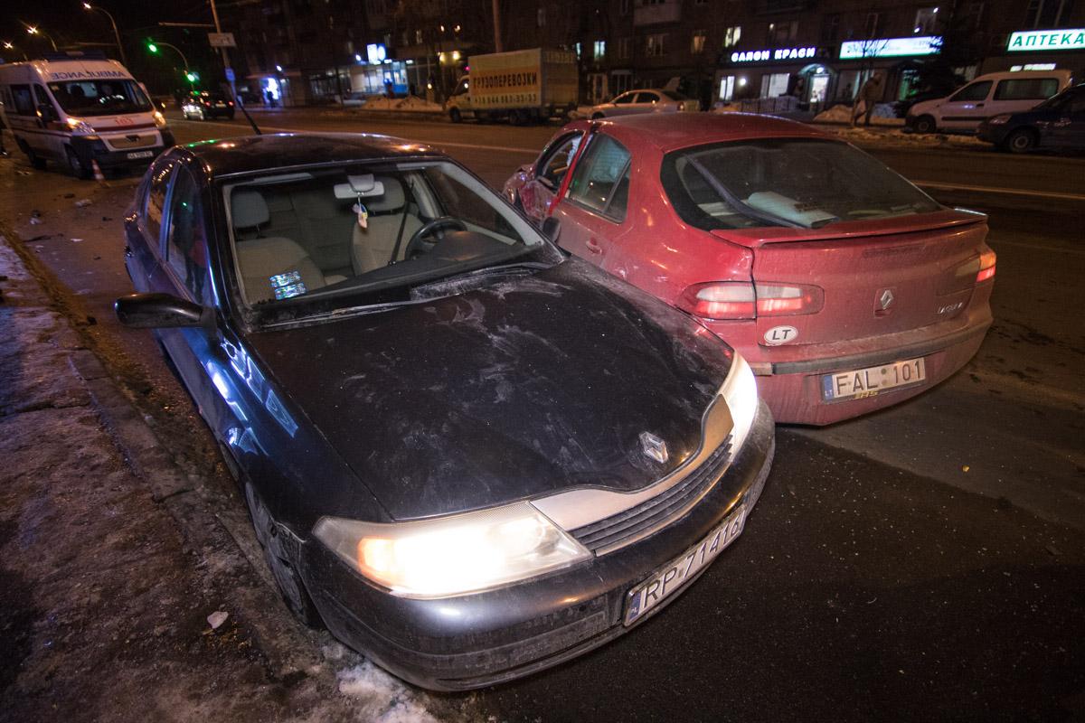 На Отрадном проспекте столкнулись два автомобиляRenaultLaguna