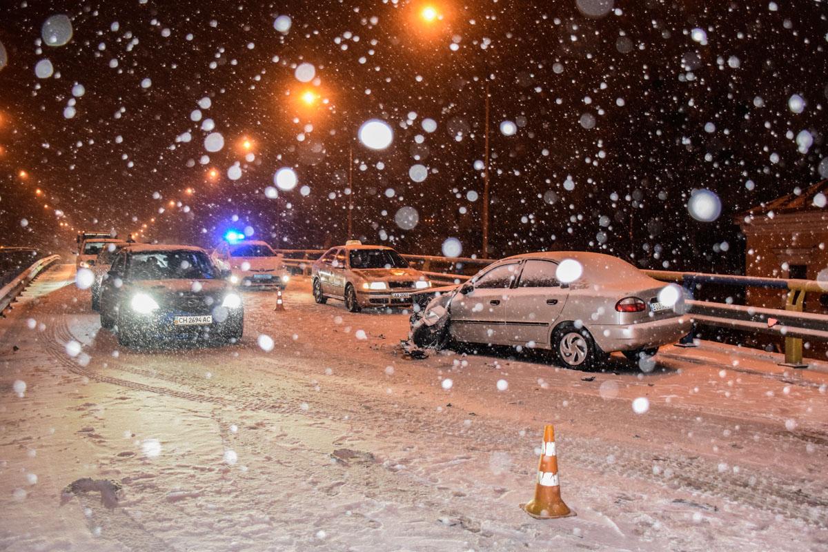 ДТП произошло на Набережно-Крещатицкой улице