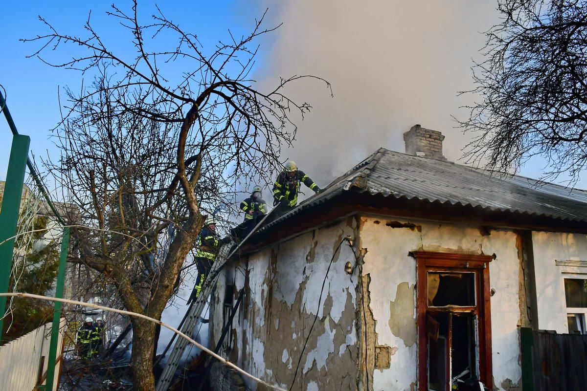 Жители дома винят в поджоге соседей
