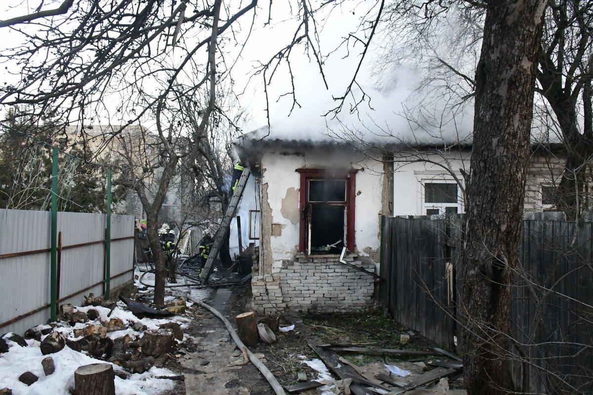 На улице Железнодорожной загорелся частный дом