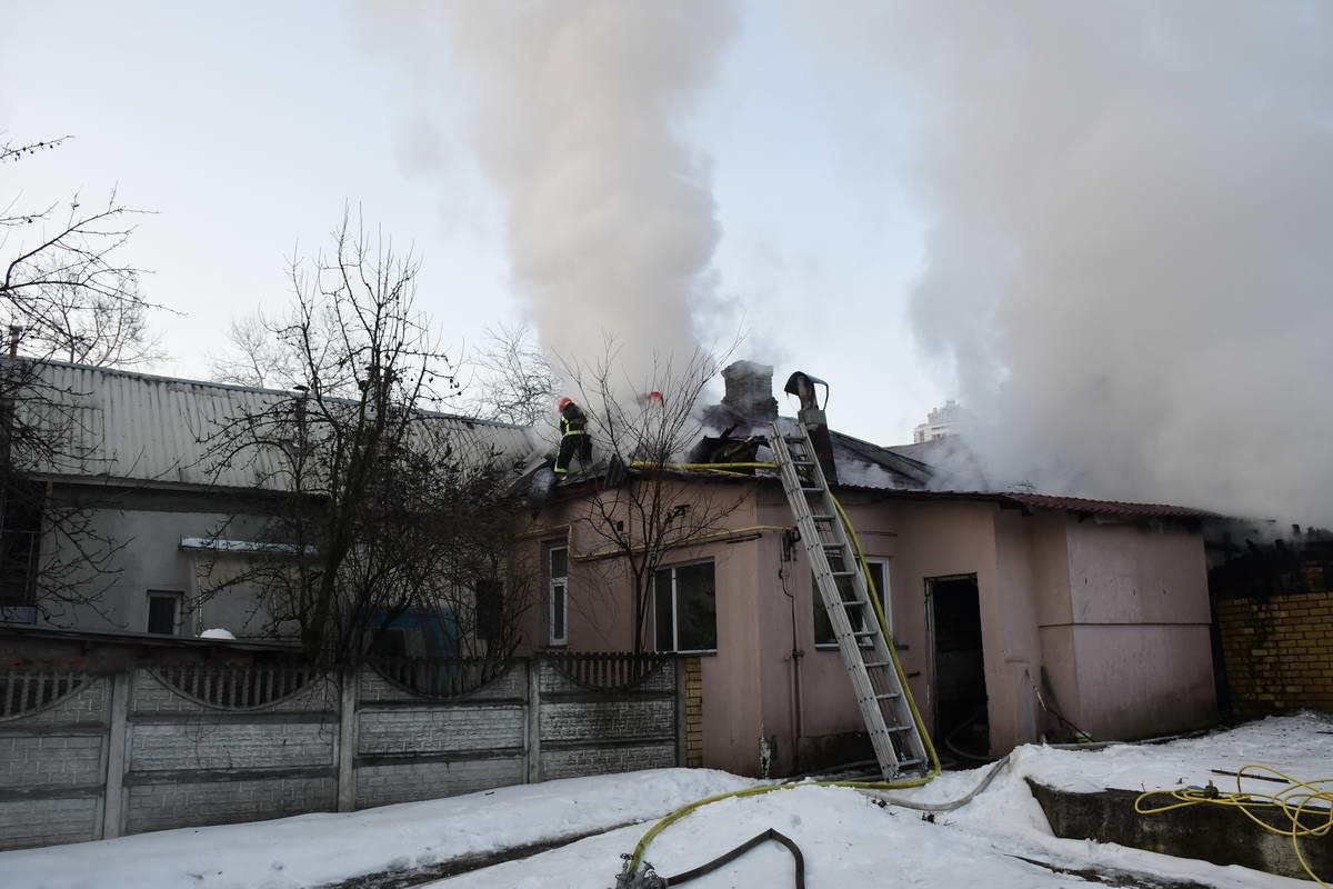 Возгорание заметила владелица дома и вызвала пожарных