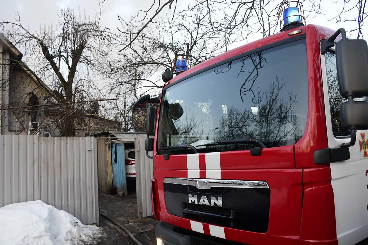 На месте работали несколько пожарных машин