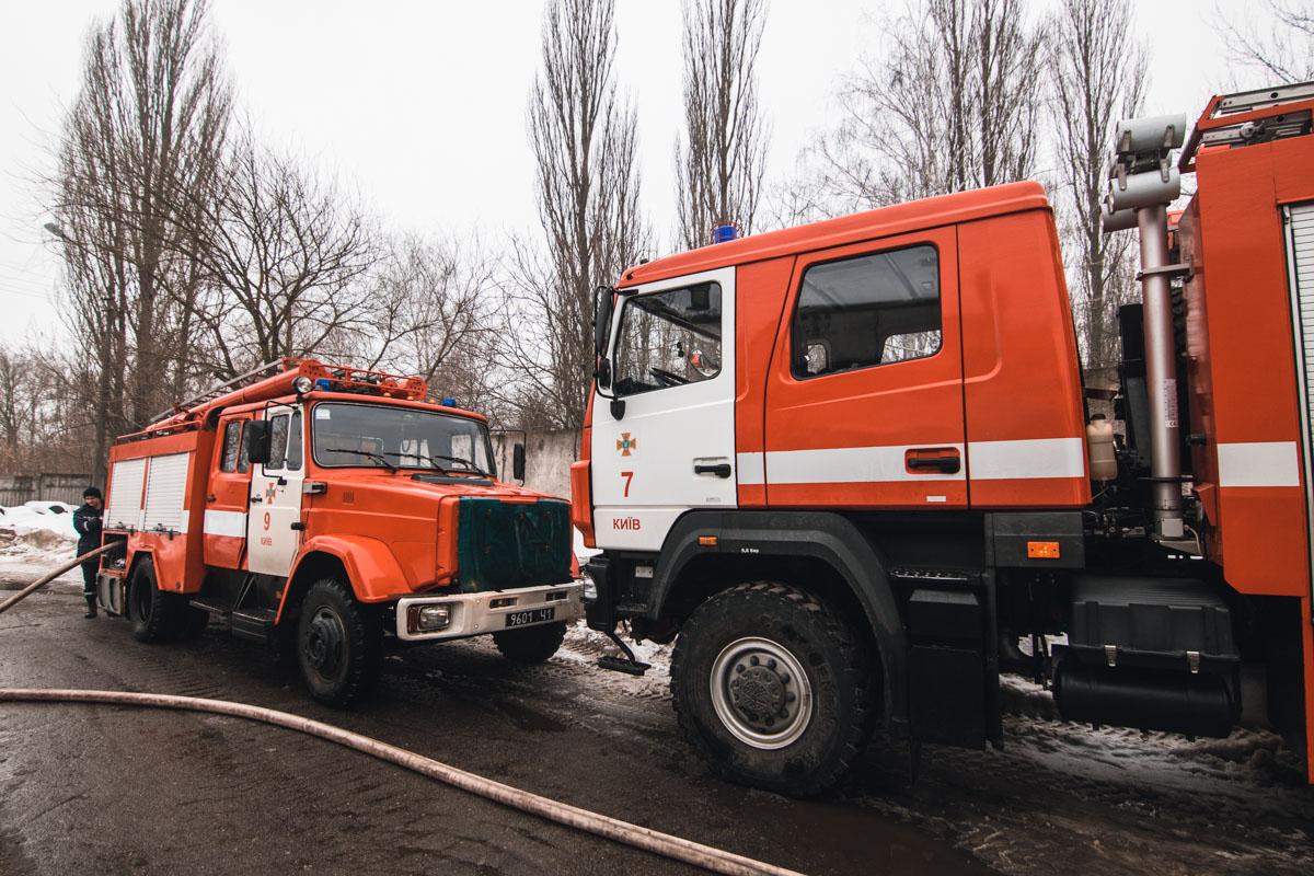 На месте работали 13 единиц пожарно-спасательной техники