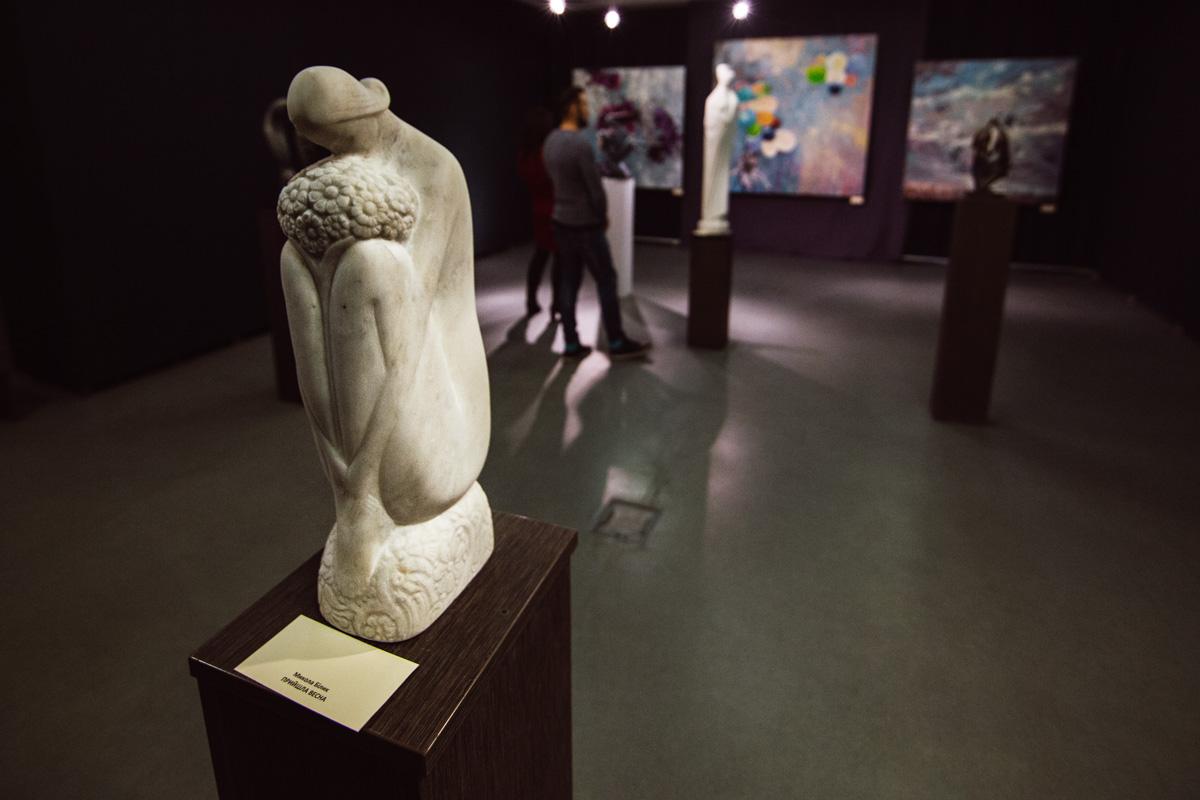 Проект объединяет разные произведения искусства: живопись, скульптуру, фотографию, дизайн одежды