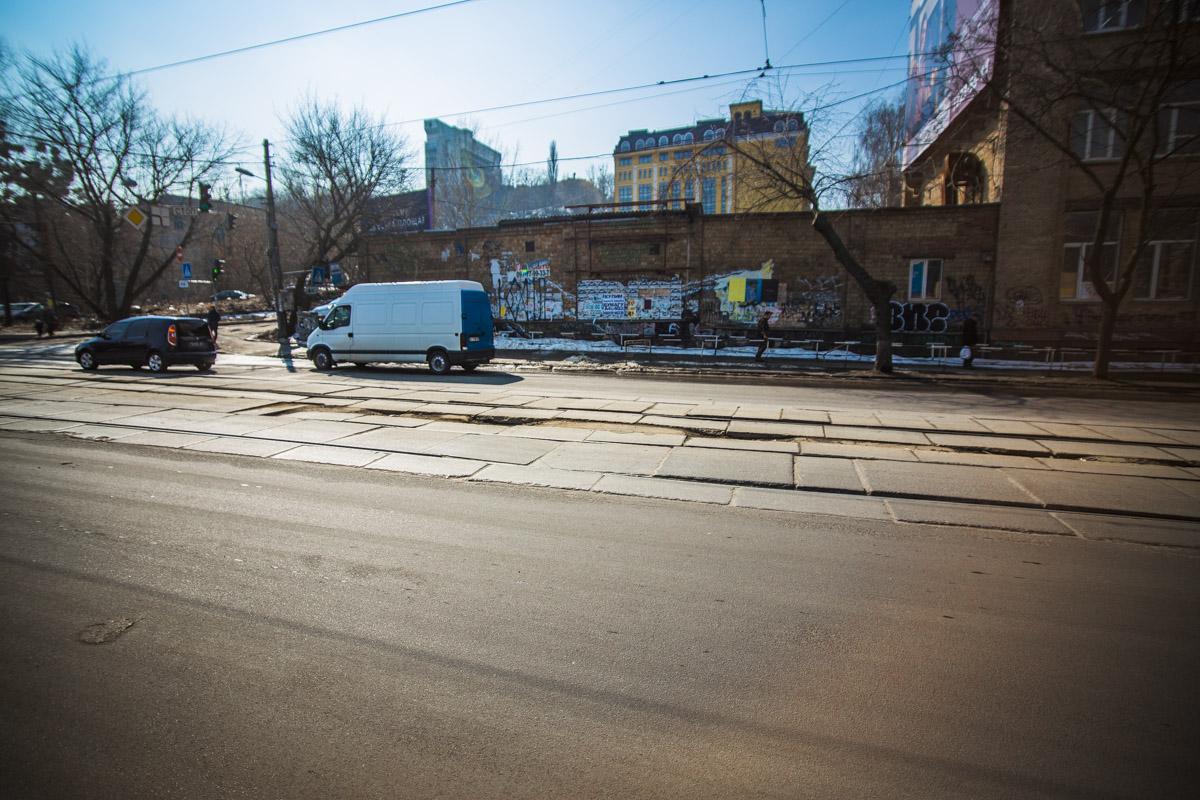 По Глубочицкой ходит 14 трамвай